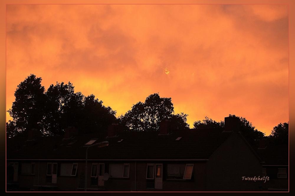 zonsondergang erg vurig