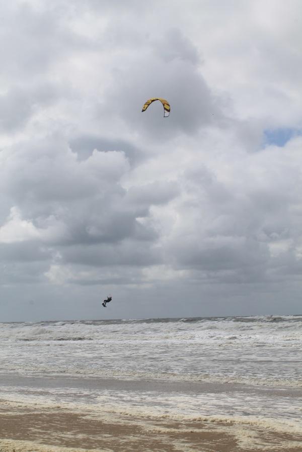 kitesurfer bij scheveningen