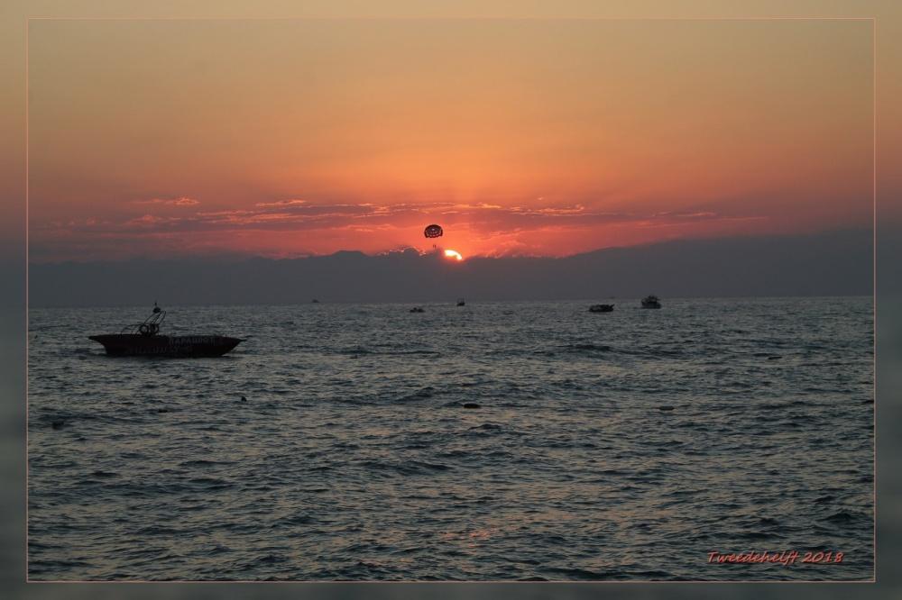 zonsondergang bij het resort