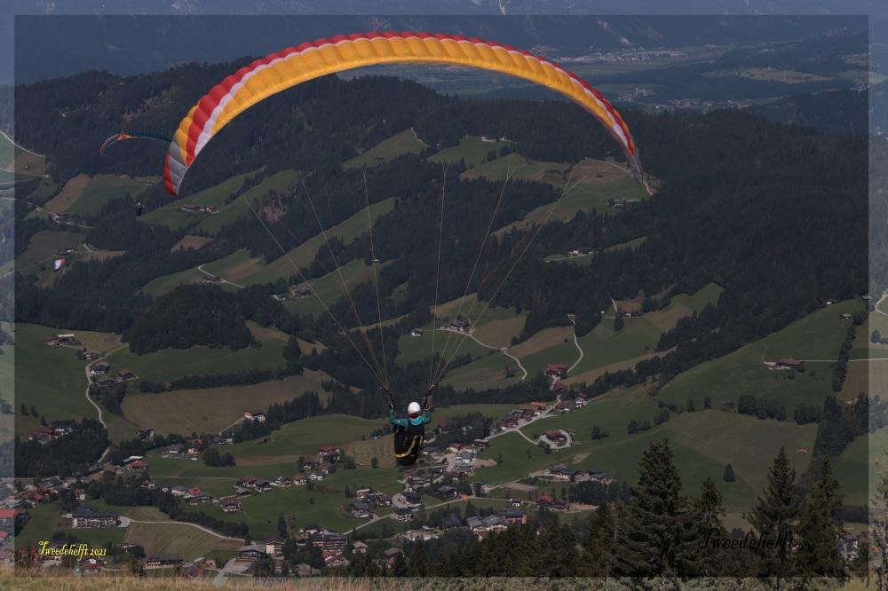 deltavliegers dalen af richting Niederau