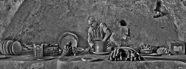 An old potter of Laljin