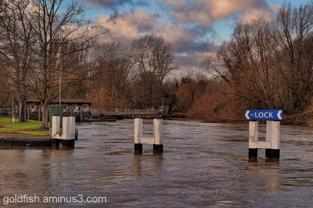 River Thames New Year Flood Alert 1/4