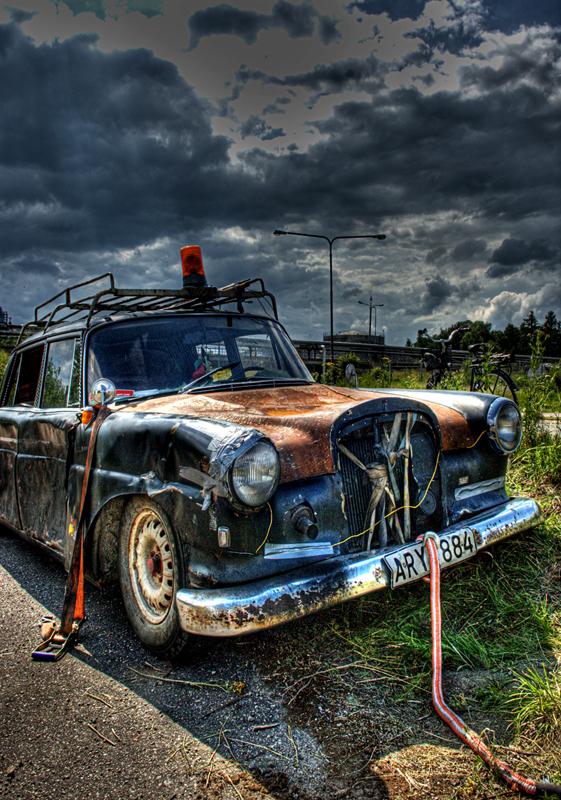 Rusty old car