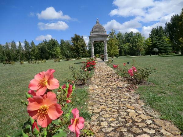 Le temple du Prince noir au Parc Maupassant