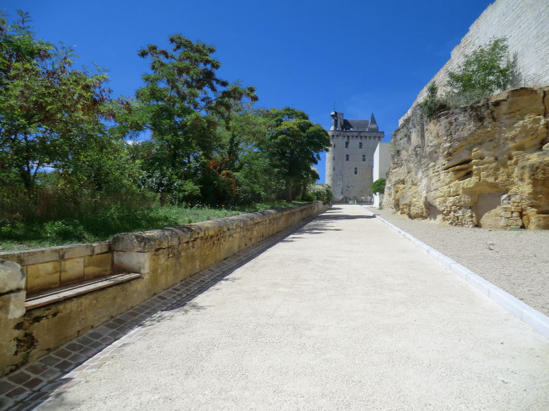 Allée de la forteresse de Chinon