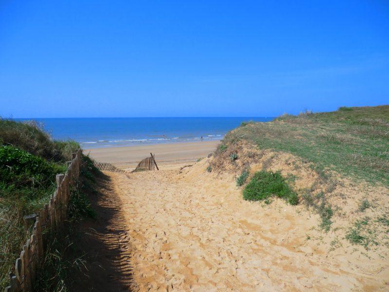 Chemins vers la plage des dunes