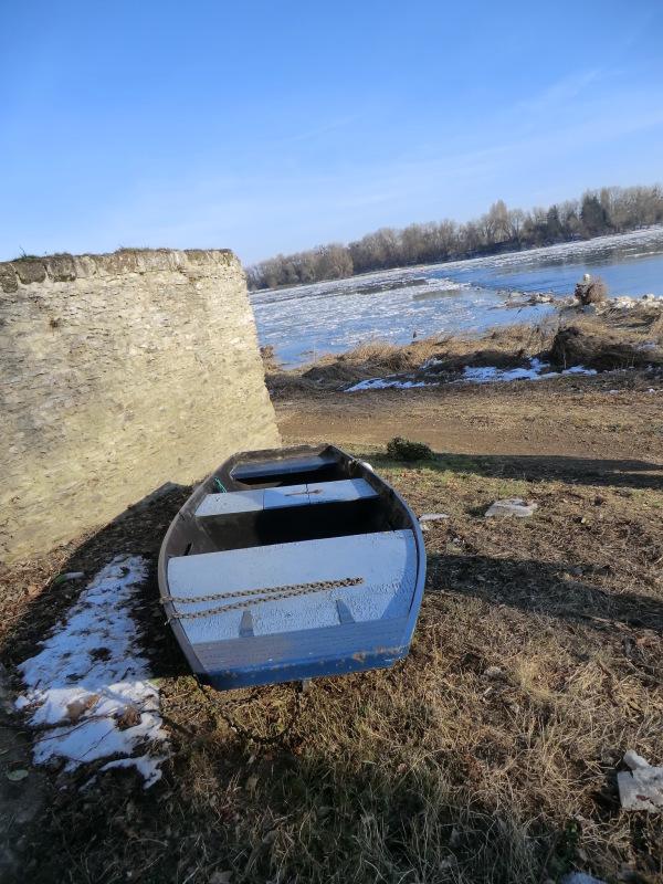 Barque bleue à La Pointe de Bouchemaine