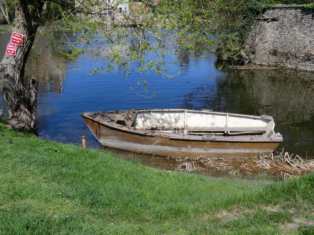 Barque au petit port de Durtal