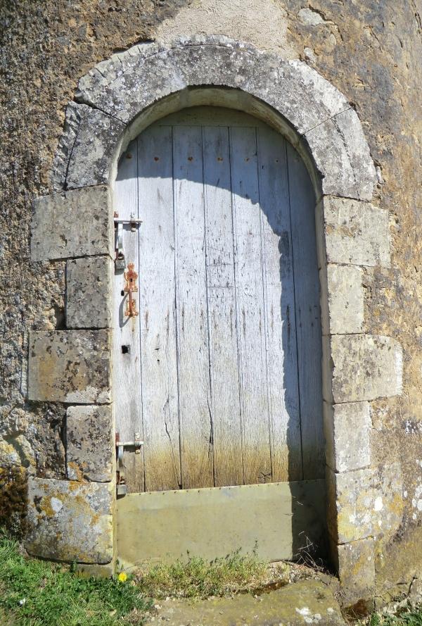 La porte de la petite tour du lavoir