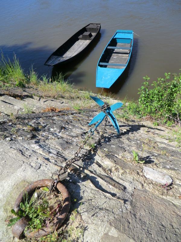 Jeter l'encre d'une barque au chemin d'halage