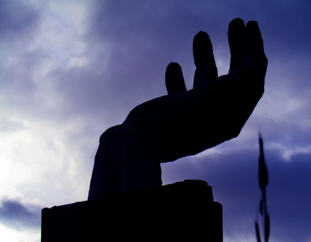Vider la main dans le noir du temps....