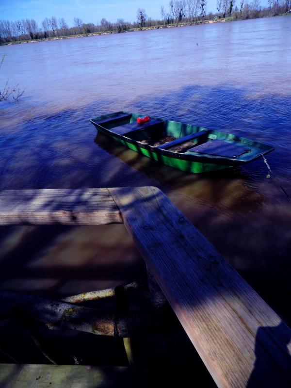 Accoster au rivage la peinture du bois...