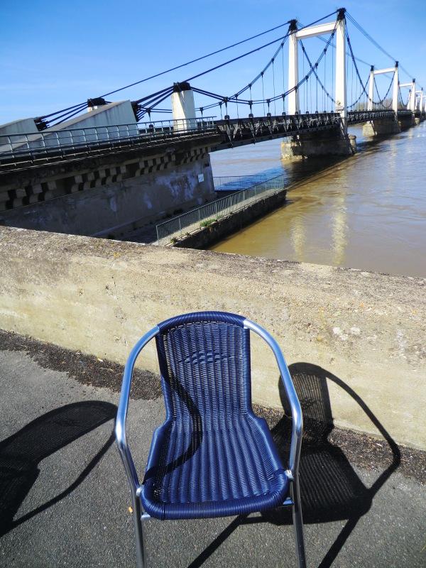 Se rafraîchir aux pieds de la Loire sous ce bleu..