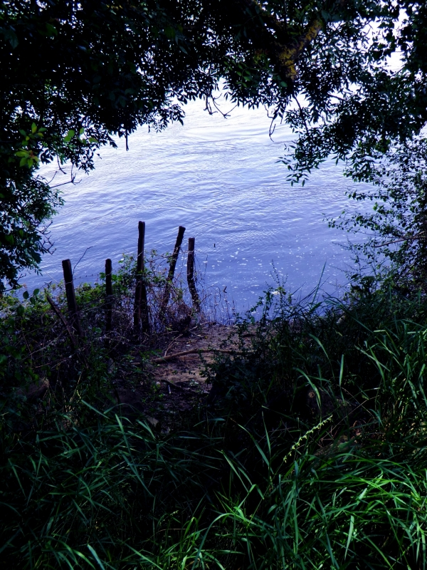 La Loire dénoue au loin son bleu ruban moiré
