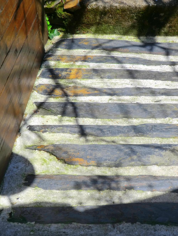 Arpenter un escalier de bois et de schiste...