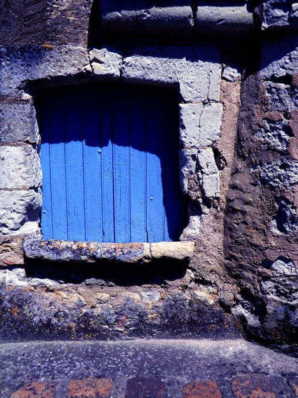 A la fenêtre boulangère,attendre le pain du four