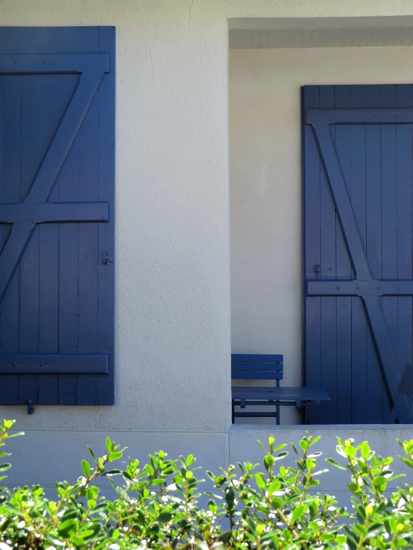 La lumière s'installe à la terrasse bleue...