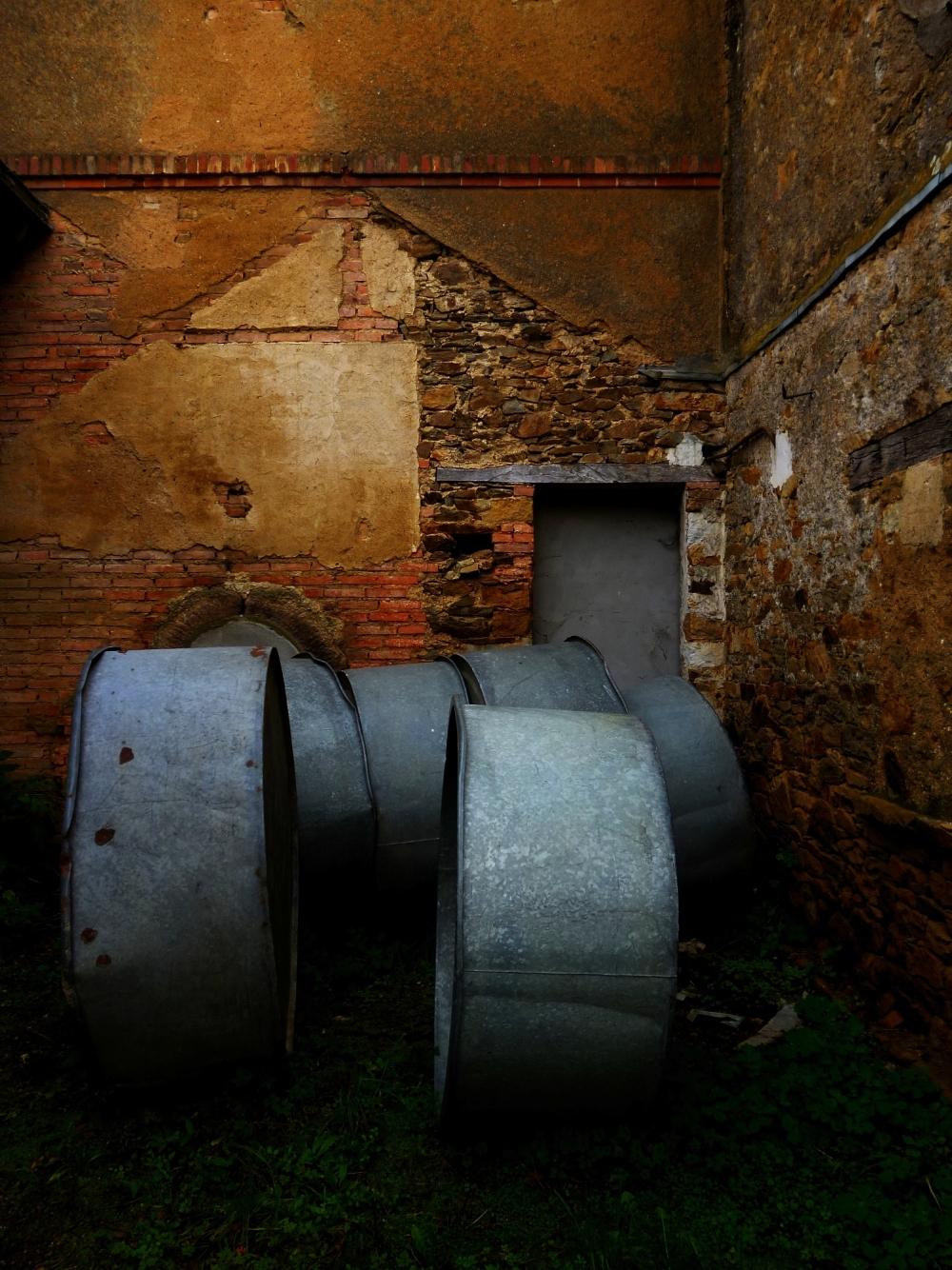 Des murs enflammés dans la foulée des bassines