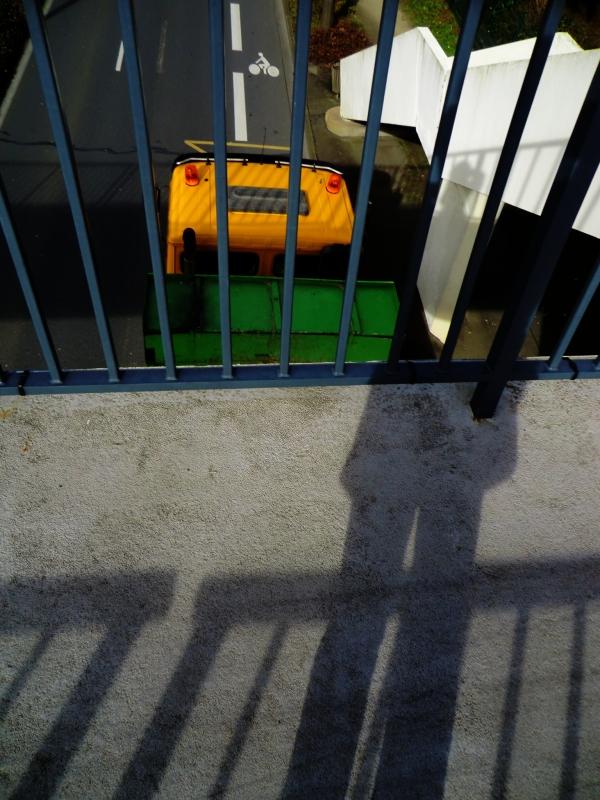 L'ombre plongeante au mouvement des transports...