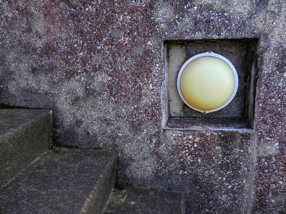 La source de lumière est émanée par le monde...