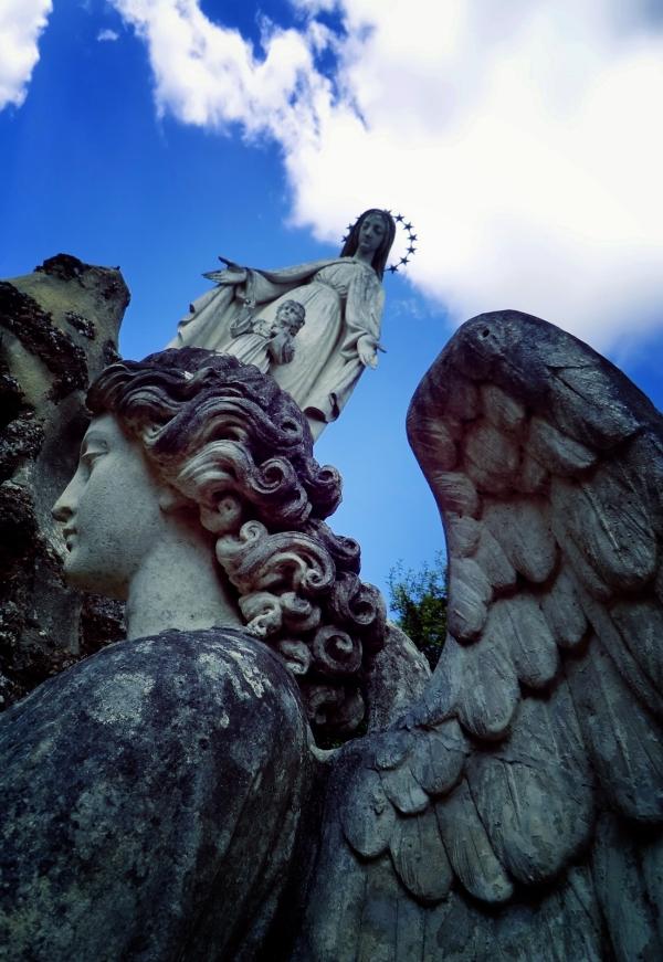 Ange vine d'être accueillie dans la cité des anges