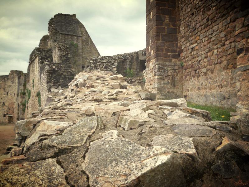 Monter à hauteur des ruines où le déluge s