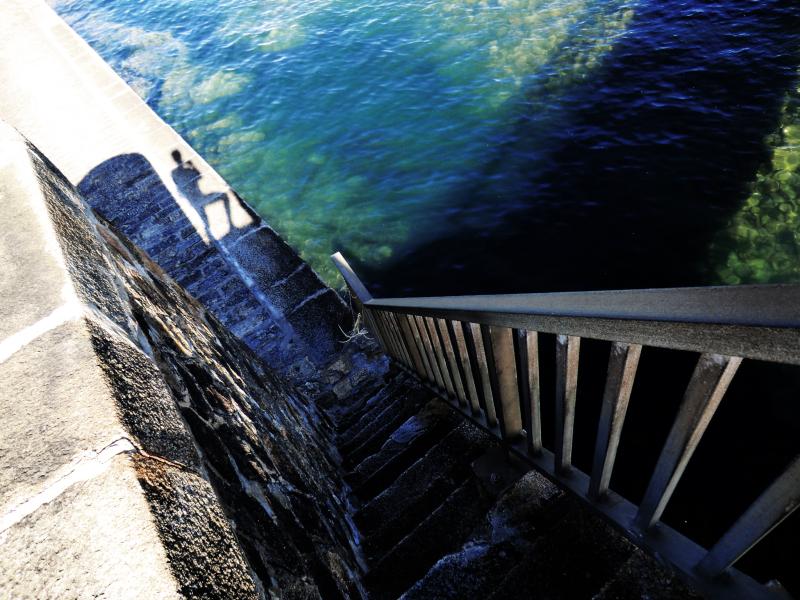 S'étendre à la lumière profonde de l'Océan...