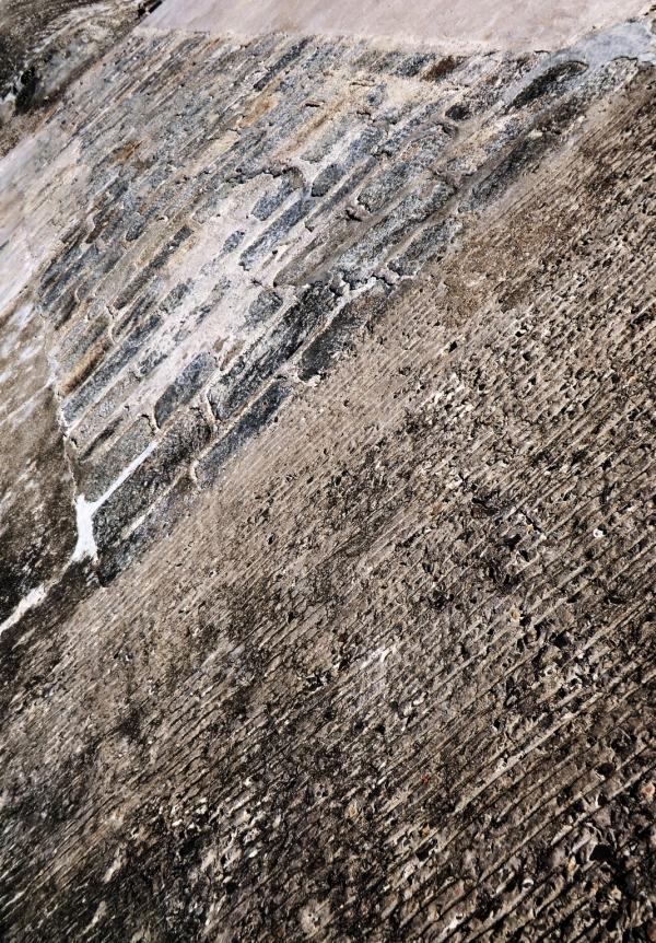 Les dalles s'éloignent du béton...