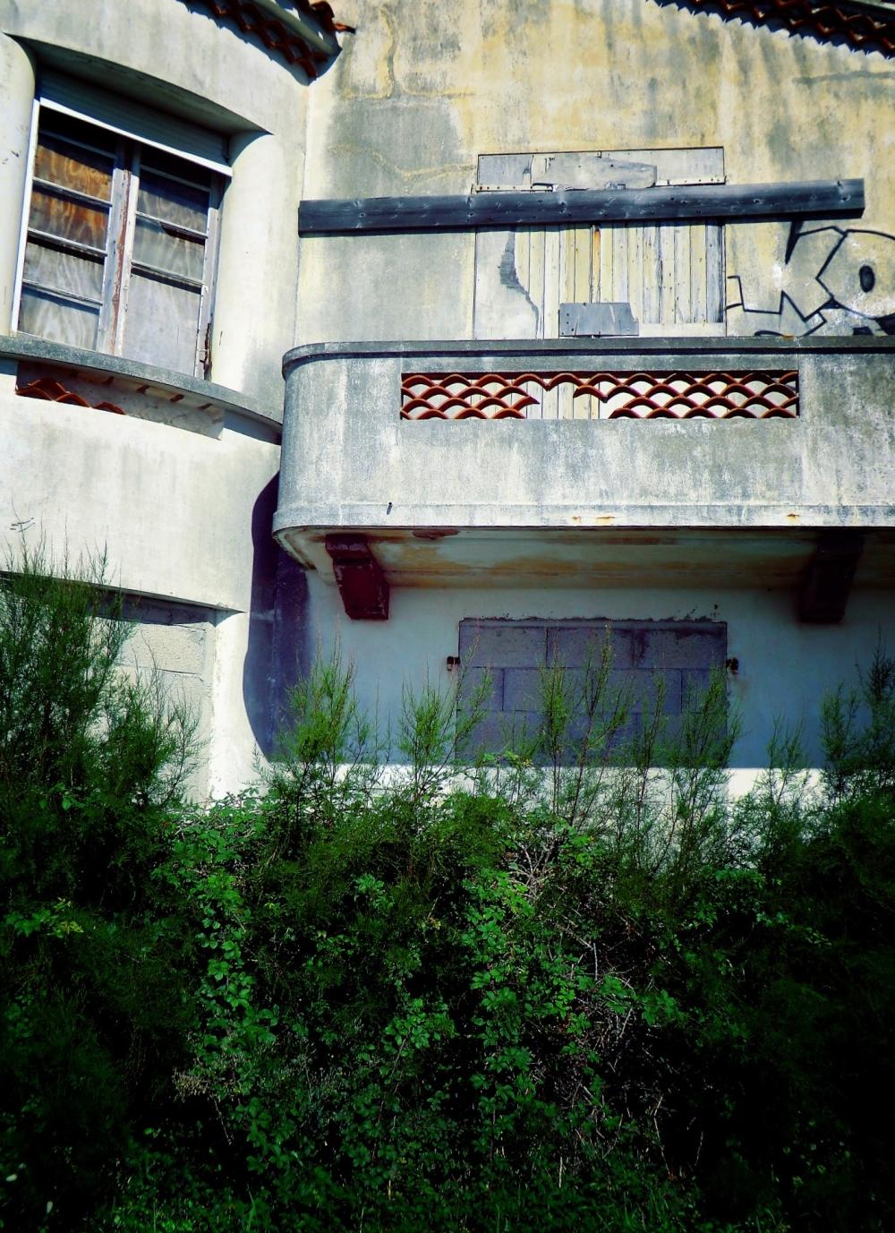 Balcon ouvert,mais fermé sur le monde...