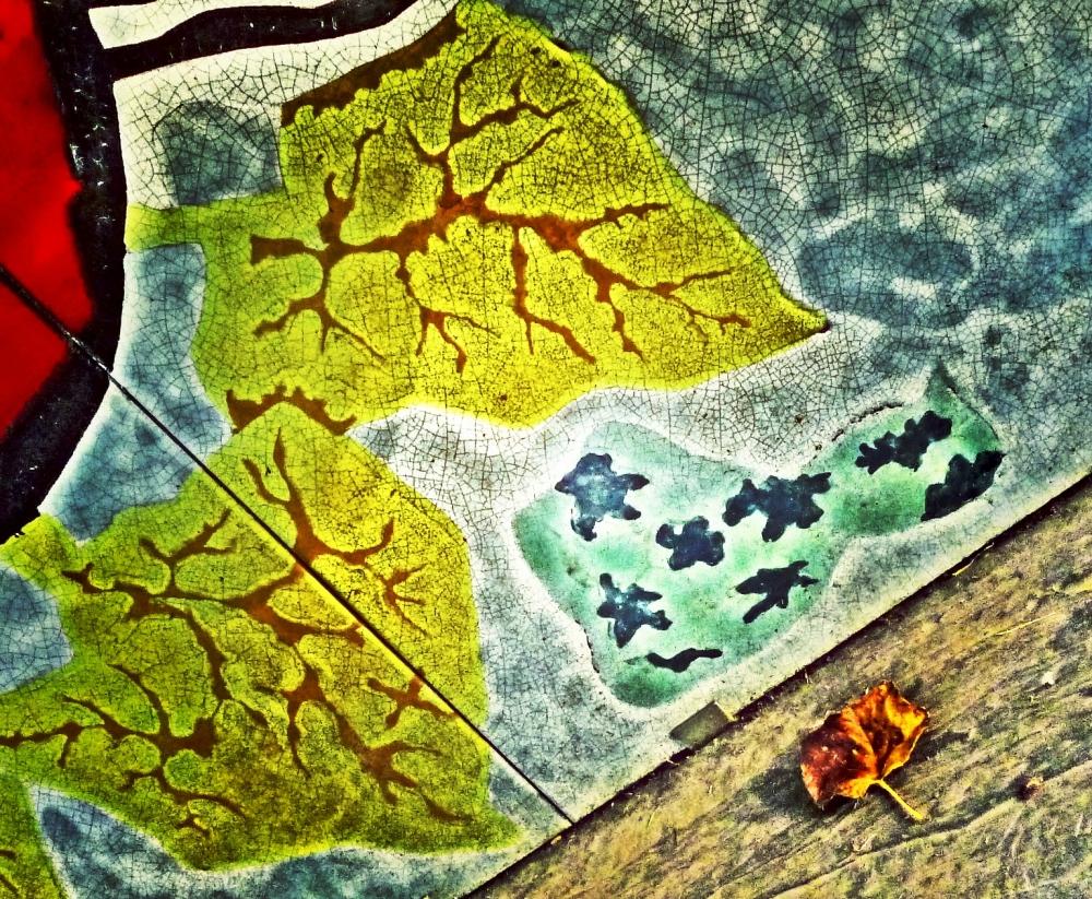 Sous ce bain de soleil,les feuilles se brisent...