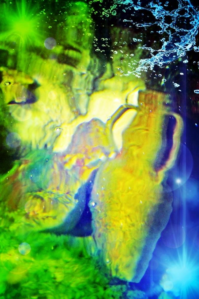 Verser la source lumière de l'eau...