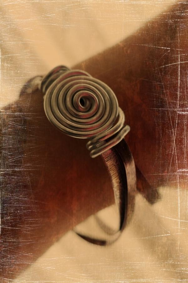 Un peau de cuir et d'acier...