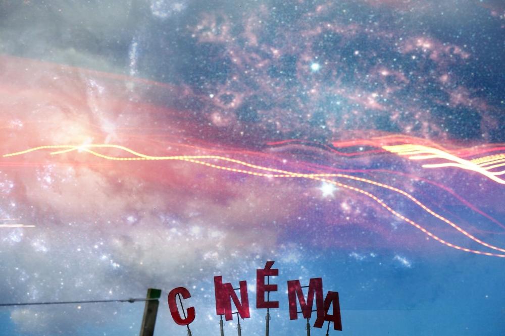L'écran du ciel fait son cinéma dans le rêve...