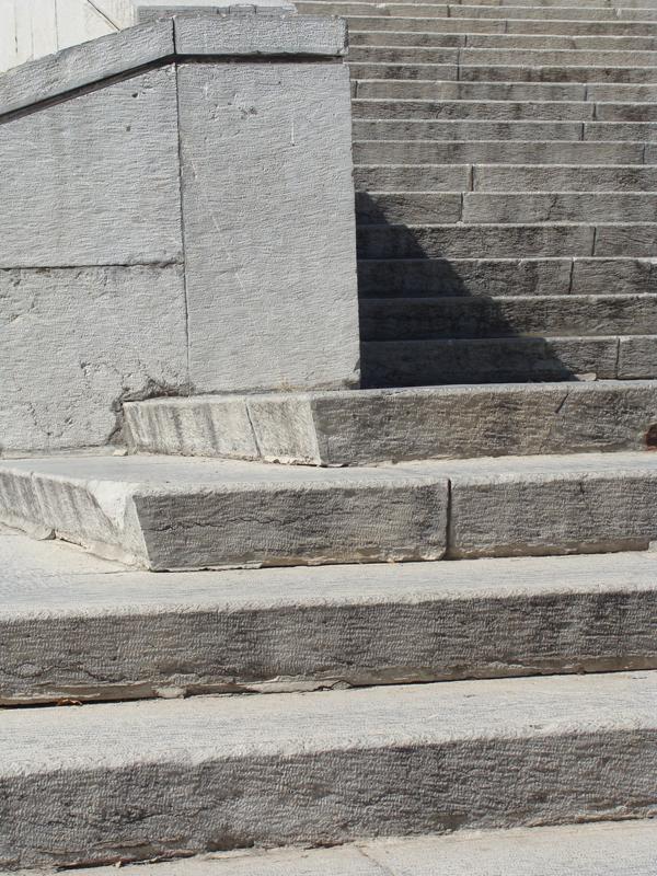 پله های کاخ ملت