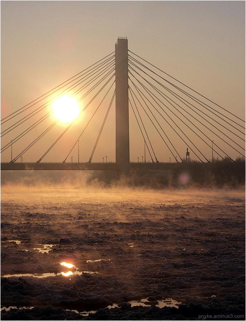 Sun behind bars / under ice floe
