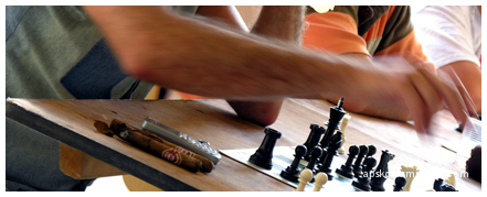 Cigares, téléphone...échecs !