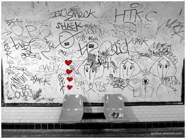 Signatures dans le métro....