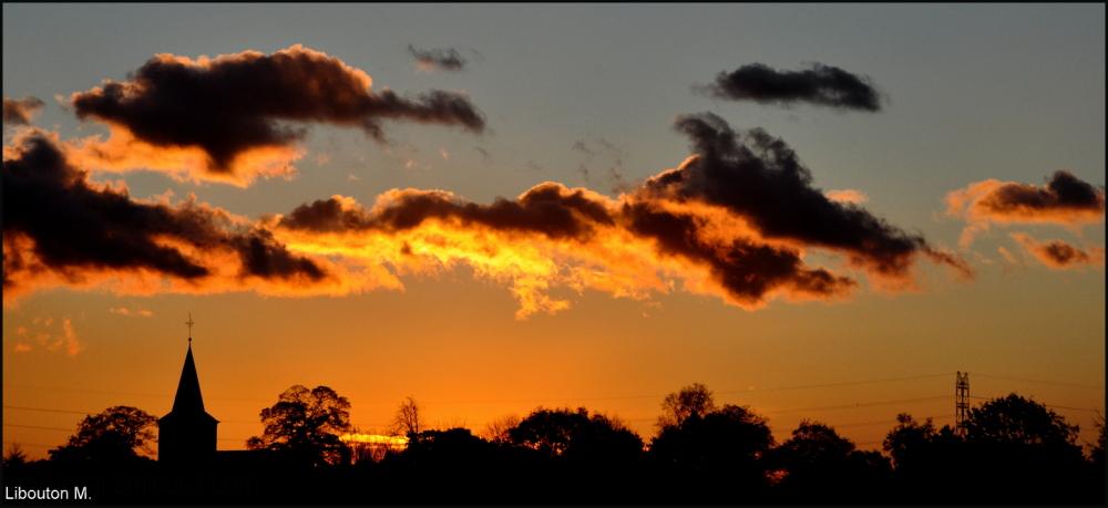 Les nuages au couchant font faire ........