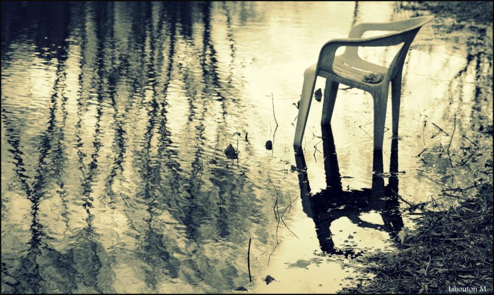 Attendre les beaux jours les pieds dans l'eau....