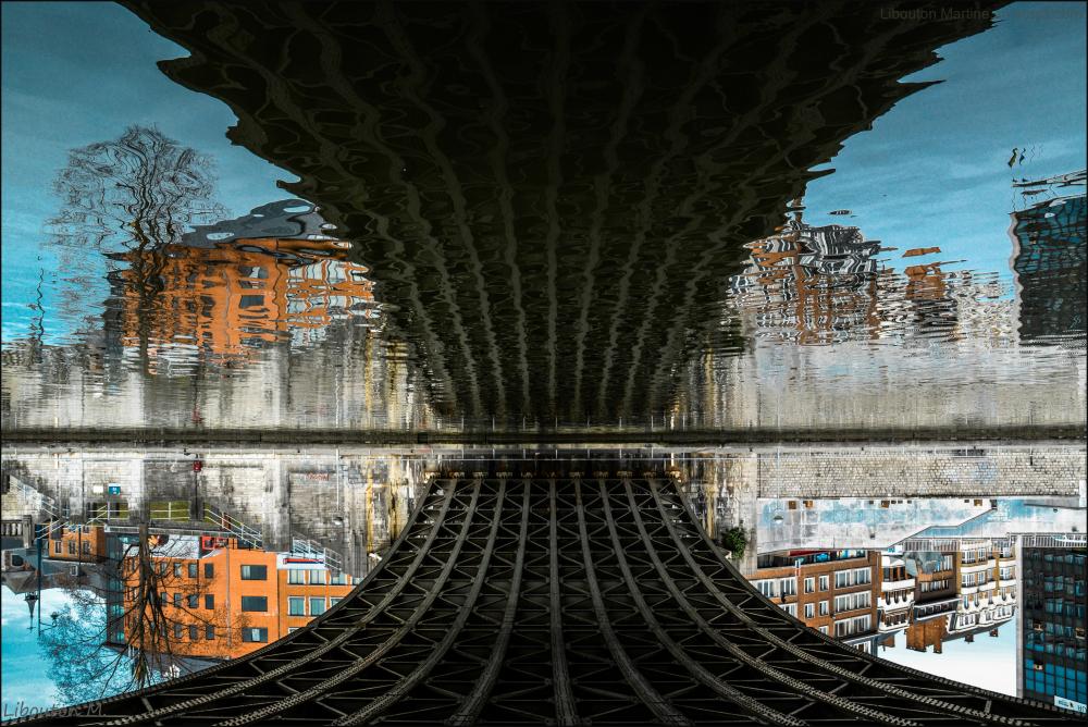La rivière ne voit jamais le dessus du pont.