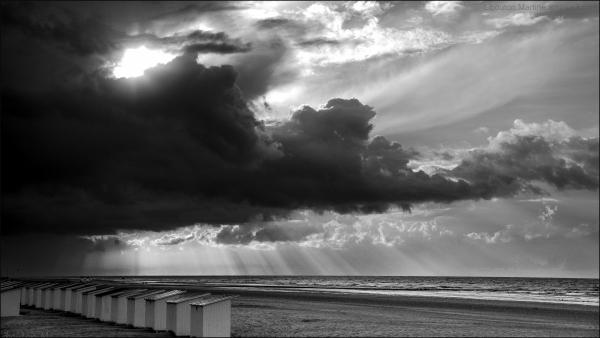 La mer en noir et blanc .... elle est en deuil....