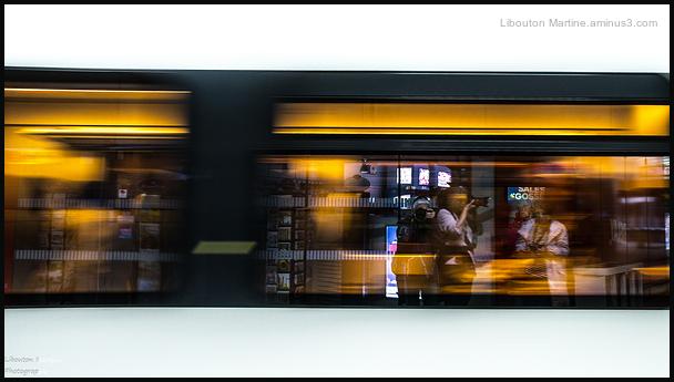 Un train qui roule , la vie s'écoule .