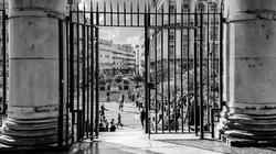 Porte ouverte sur la ville