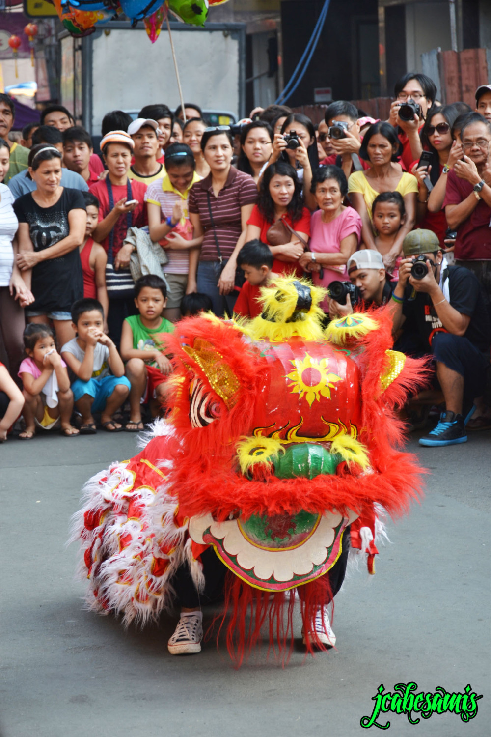 dragon lion dance chinese new year binondo manila