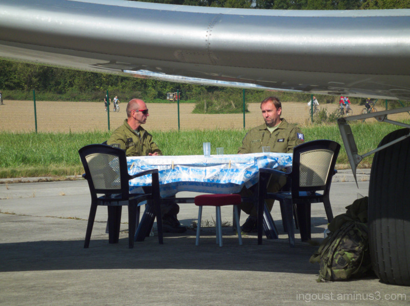 Picnic under wing