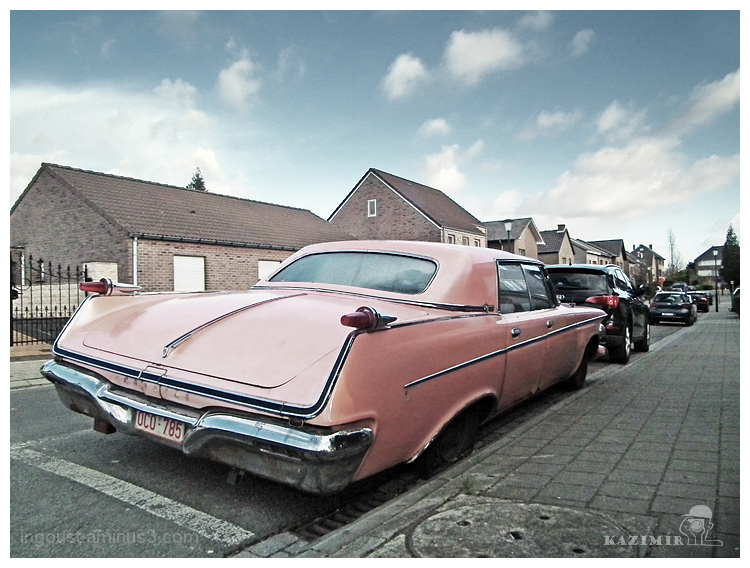 Pink car / Chrysler Imperial Le Baron