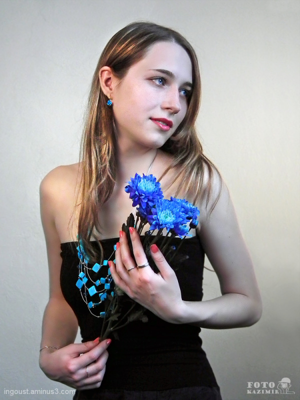 Flower lady: blue