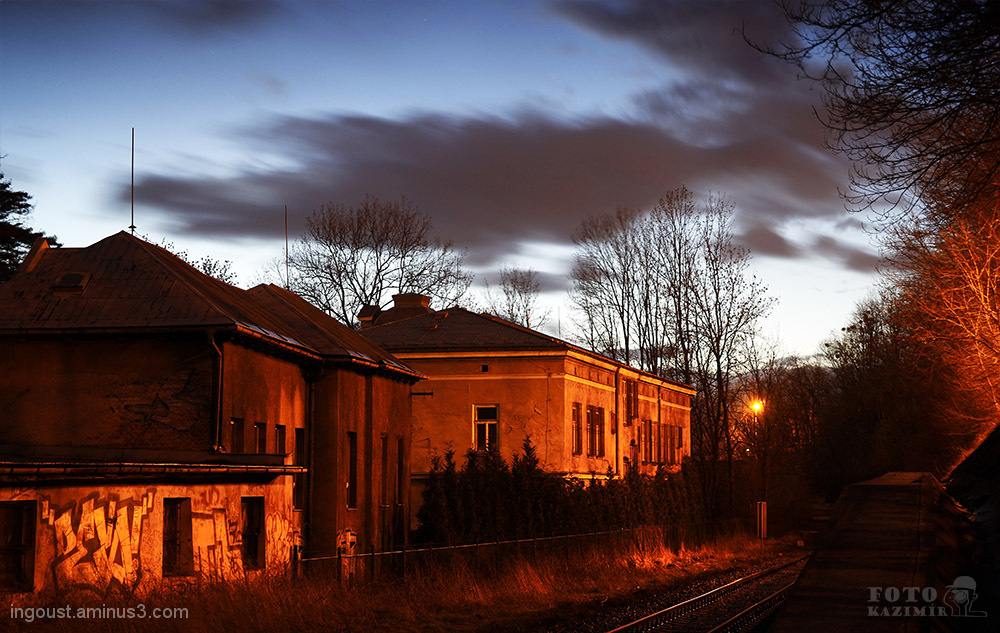 Evening by the rail