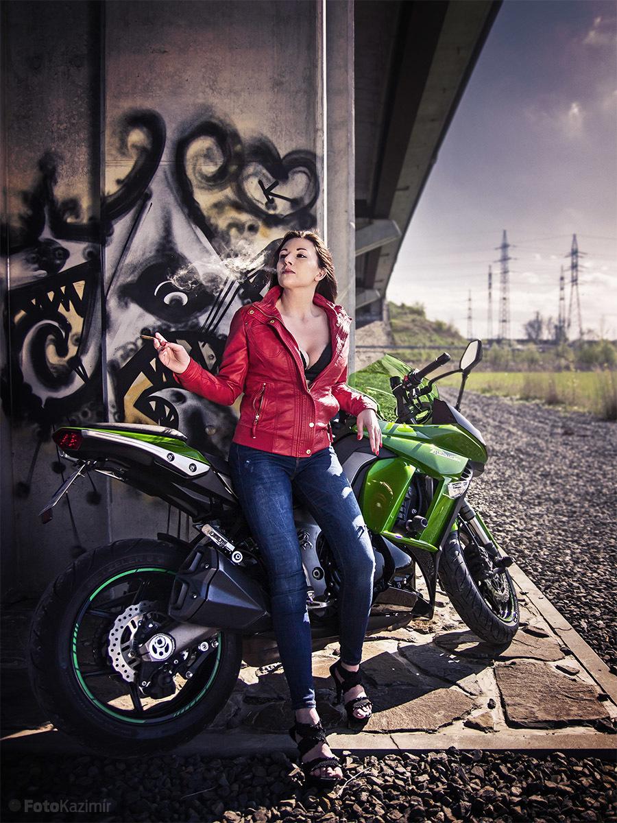 Monika Moto 01