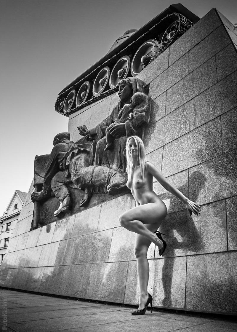 Street nude 01